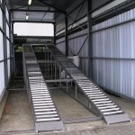 Chassis wash bay ramp