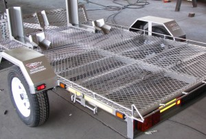Double bike trailer with front wheel grabbers