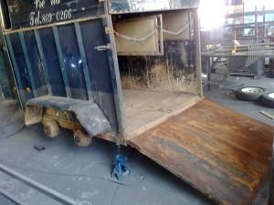 Horse box trailer refurb stripping2