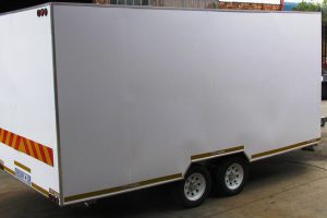 Enclosed-double-room-2-Ton-GVM-trailer2