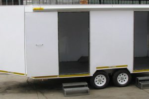 Enclosed-double-room-2-Ton-GVM-trailer7